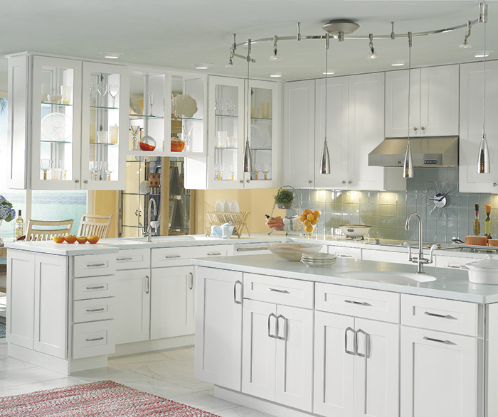 Traditional kitchen maple white