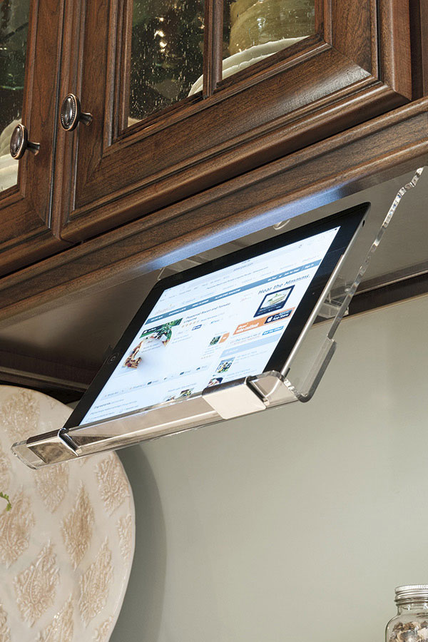 Thomasville Specialty Products Tablet Holder